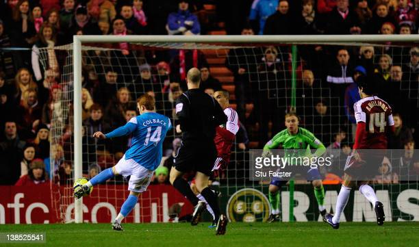 Sunderland player Jack Colback scores the opening goal during the FA Cup Fourth Round Replay between Middlesbrough and Sunderland at Riverside...