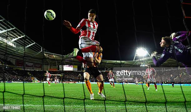 Sunderland player Jack Rodwell scores the first Sunderland goal past Hull goalkeeper Allan McGregor during the Barclays Premier League match between...