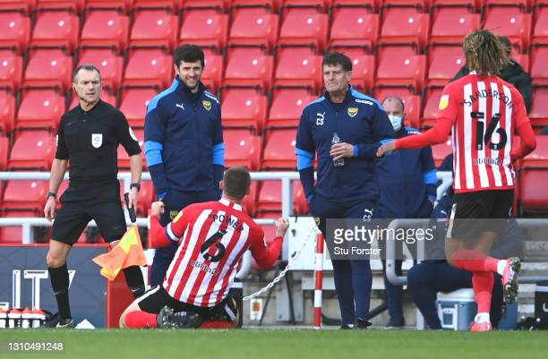 Sunderland player Max Power celebrates in front of Craig Short and the Oxford bench after scoring the third Sunderland goal during the Sky Bet League...