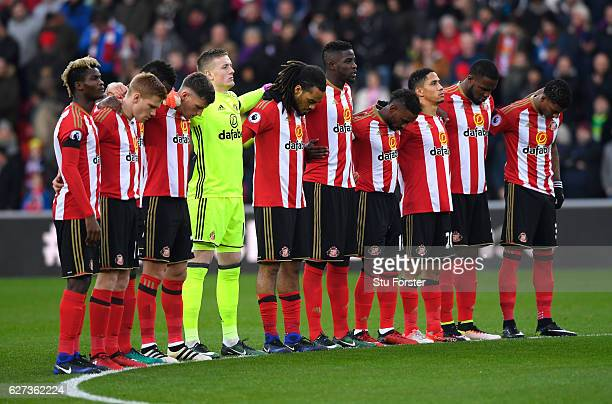 Sunderland players observe a minutes silence for the victims of the plane crash involving the Brazilian club Chapecoense prior to the Premier League...