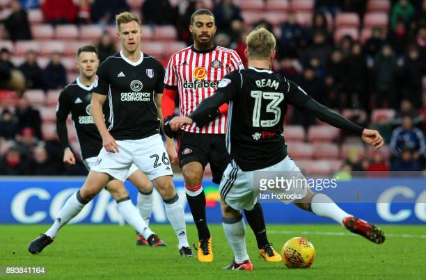 Sunderland striker Lewis Grabban gets crowded out by the Fulham defence during the Sky Bet Championship match between Sunderland and Fulham at...