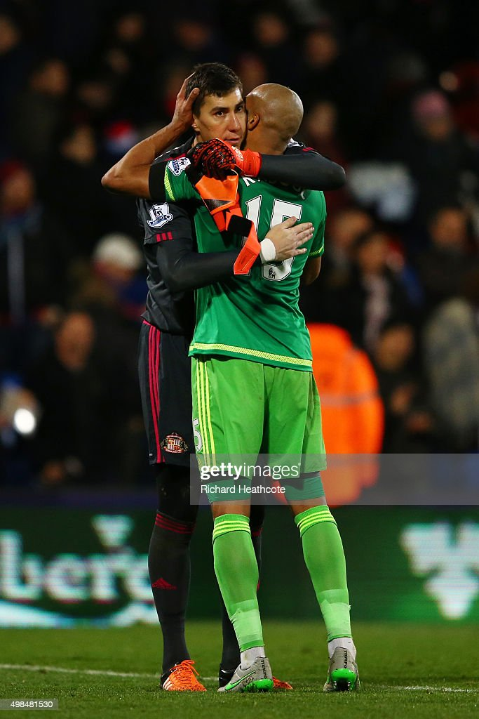 Sunderland teammates Costell Pantilimon and Jermain Defoe celebrate following their team's 1-0 victory during the Barclays Premier League match between Crystal Palace and Sunderland at Selhurst Park on November 23, 2015 in London, England.