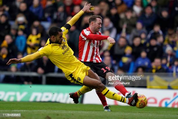 Sunderland's Aiden McGeady goes close during the Sky Bet League One match between Oxford United and Sunderland at Kassam Stadium on February 09 2019...