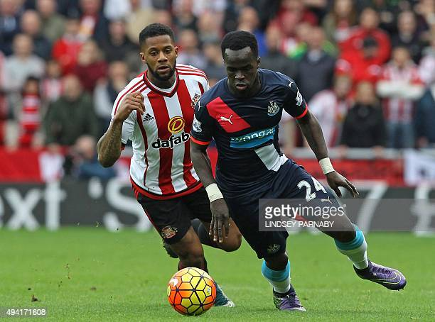 Sunderland's Dutch midfielder Jeremain Lens vies with Newcastle United's Ivorian midfielder Cheick Tiote during the English Premier League football...