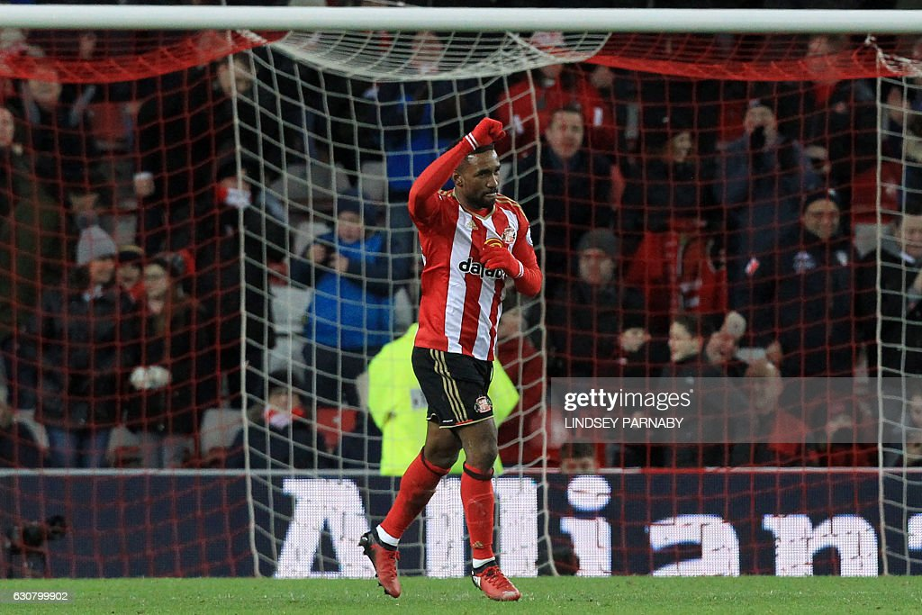 Sunderland's English striker Jermain Defoe celebrates after scoring their second goal from the penalty spot during the English Premier League football match between Sunderland and Liverpool at the Stadium of Light in Sunderland, north-east England on January 2, 2017. / AFP / Lindsey PARNABY / RESTRICTED TO EDITORIAL USE. No use with unauthorized audio, video, data, fixture lists, club/league logos or 'live' services. Online in-match use limited to 75 images, no video emulation. No use in betting, games or single club/league/player publications. /