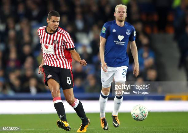 Sunderland's Jack Rodwell and Everton's Davy Klaassen during the Carabao Cup Third Round match at Goodison Park Liverpool
