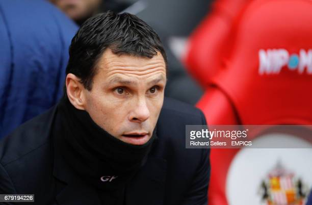 Sunderland's manager Gus Poyet on the bench wearing a snood before the match