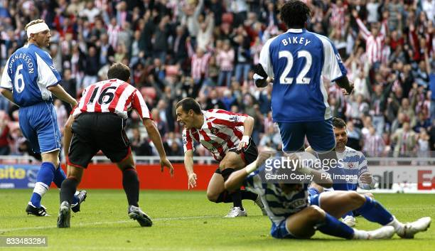 Sunderland's Ross Wallace scores their second goal of the match