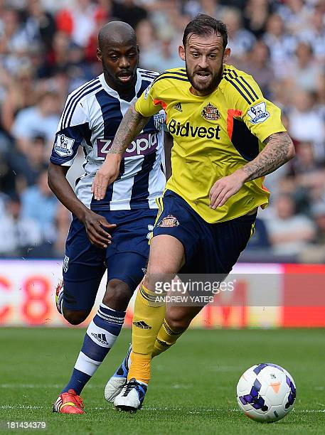 Sunderland's Scottish forward Steven Fletcher vies with West Bromwich Albion's Congolese midfielder Youssouf Mulumbu during the English Premier...