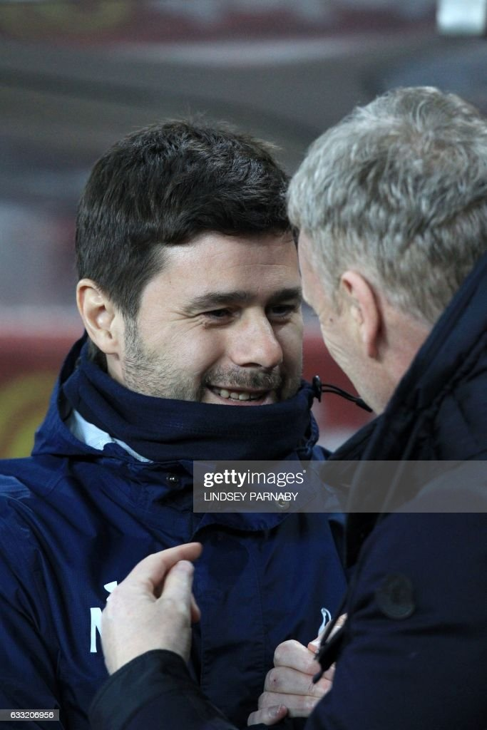 Sunderland's Scottish manager David Moyes greets Tottenham Hotspur's Argentinian head coach Mauricio Pochettino (L) ahead of the English Premier League football match between Sunderland and Tottenham Hotspur at the Stadium of Light in Sunderland, north-east England on January 31, 2017. / AFP / Lindsey PARNABY / RESTRICTED TO EDITORIAL USE. No use with unauthorized audio, video, data, fixture lists, club/league logos or 'live' services. Online in-match use limited to 75 images, no video emulation. No use in betting, games or single club/league/player publications. /
