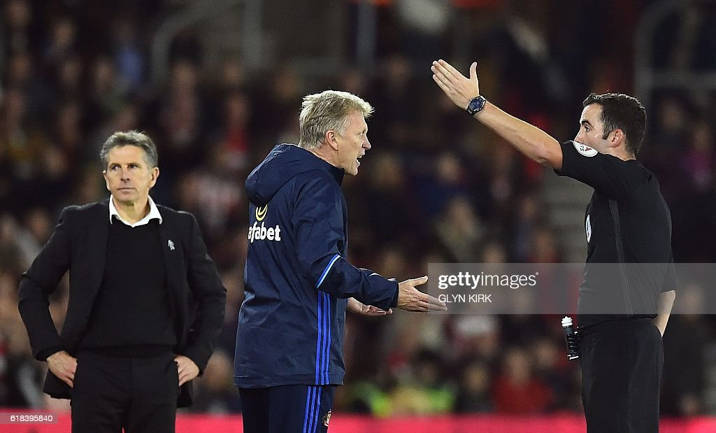 Sunderland's Scottish manager David Moyes (C) is sent to the stands by the referee Chris Kavanagh during the EFL (English Football League) Cup fourth round match between Southampton and Sunderland at St Mary's Stadium in Southampton, southern England on October 26, 2016. Southampton won the game 1-0. / AFP / Glyn KIRK / RESTRICTED TO EDITORIAL USE. No use with unauthorized audio, video, data, fixture lists, club/league logos or 'live' services. Online in-match use limited to 75 images, no video emulation. No use in betting, games or single club/league/player publications. /