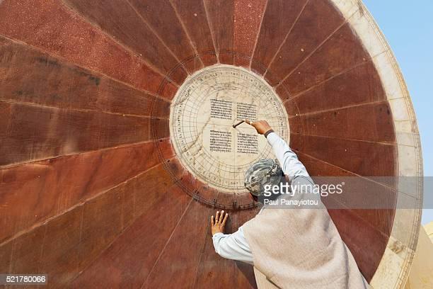 sundial at the jantar mantar observatory, jaipur, rajasthan, india - ジャンタルマンタル ストックフォトと画像