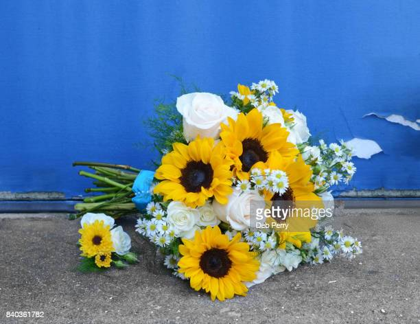 Sunflower bridal bouquet and boutonniere