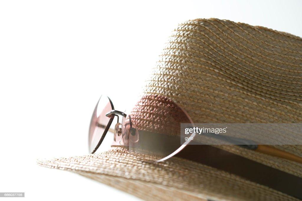 ゴルフもOK!オシャレ男子は『麦わら帽子』を着こなす!