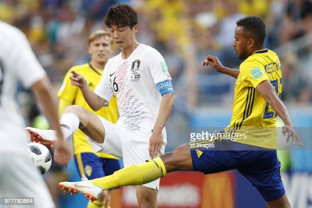 Sungyueng Ki of Korea Republic Isaac Kiese Thelin of Sweden during the 2018 FIFA World Cup Russia group F match between Sweden and Korea Republic at...