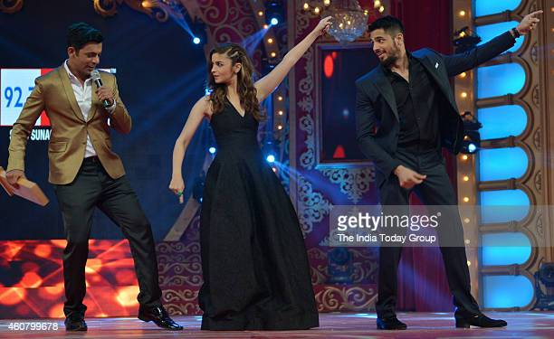 Sunil Grover Alia Bhatt and Sidharth Malohtra at Big Star Entertainment Awards 2014 in Mumbai