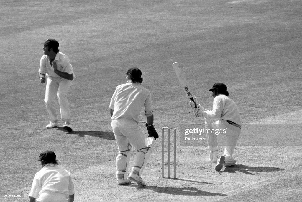 Cricket - Prudential World Cup 1975 - Group B - Australia v Sri Lanka - The Oval : News Photo