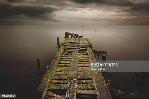 sunker pier. minimalist seascape - delta del ebro fotografías e imágenes de stock