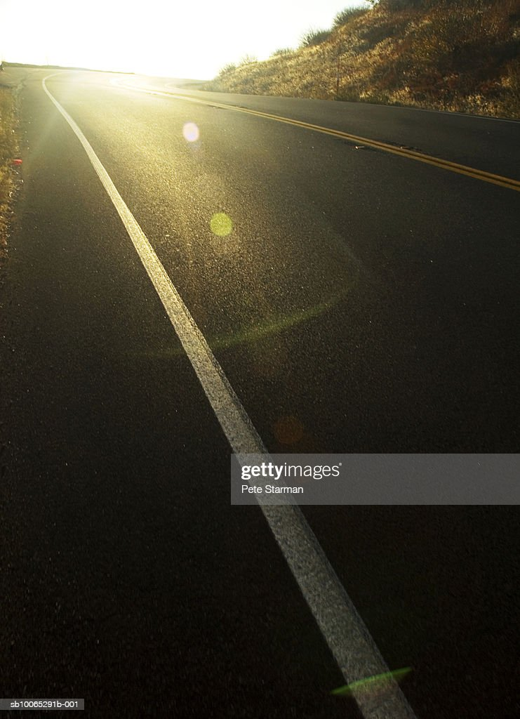 Sunlight on empty road : Foto stock