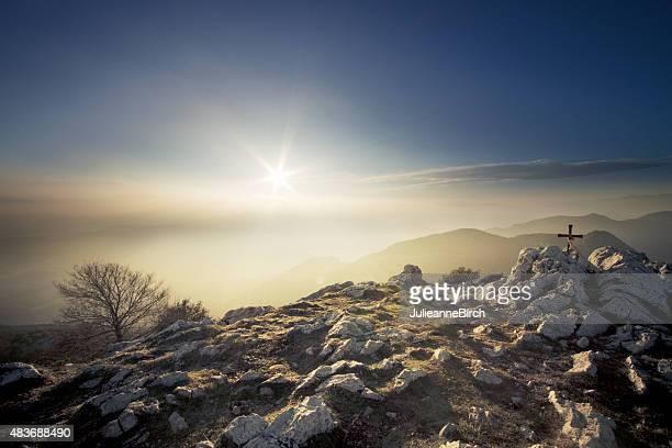 Sonnenlicht auf Berggipfel