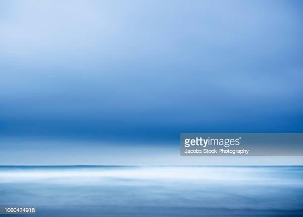 sunlight over seascape - melbourne storm stockfoto's en -beelden