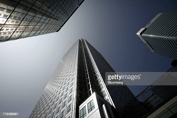 Sunlight reflects off No 1 Canada Square also known as Canary Wharf Tower center near Citigroup Inc's offices left and the headquarters of HSBC...