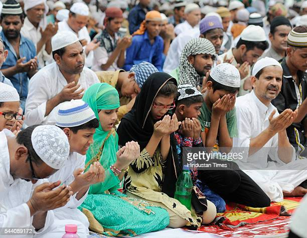Sunni Muslims offering Alvida Namaj at Tile vali masjid on July 1 2016 in Lucknow India EidUlFitr will be observed in India on July 6 or 7 depending...