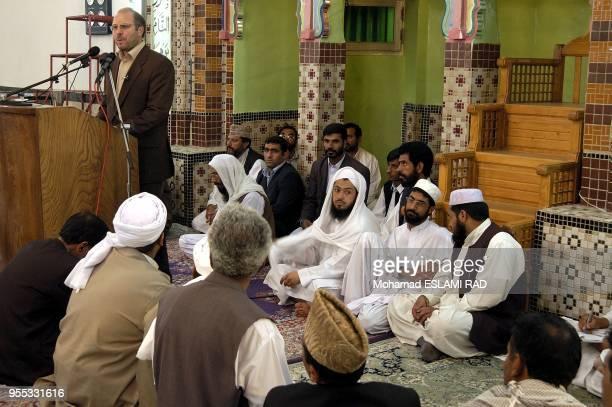 Sunnite Muslems listening to the speeching of Ghalibaf in Makki Mosque In Zahedan
