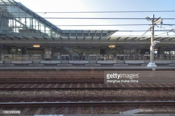 sunny bay station - 鉄道のプラットホーム ストックフォトと画像