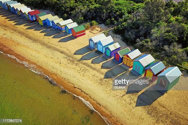 reflexões ensolaradas da casa de praia - victoria austrália - fotografias e filmes do acervo