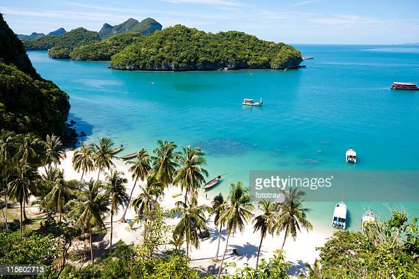 sunny beach on angthong national park in koh samui, thailand - ko samui stock photos and pictures