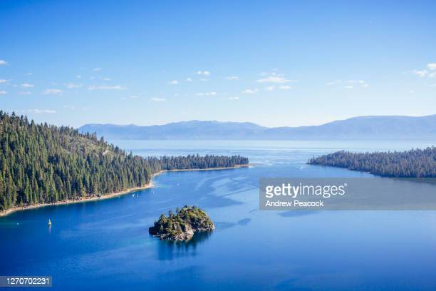 a sunny blue sky day at emerald bay, lake tahoe. - emerald bay lake tahoe stock pictures, royalty-free photos & images