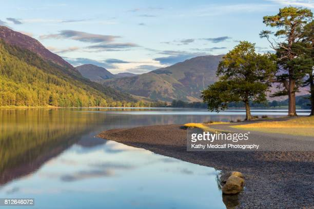 sunny day at buttermere - lake district stockfoto's en -beelden