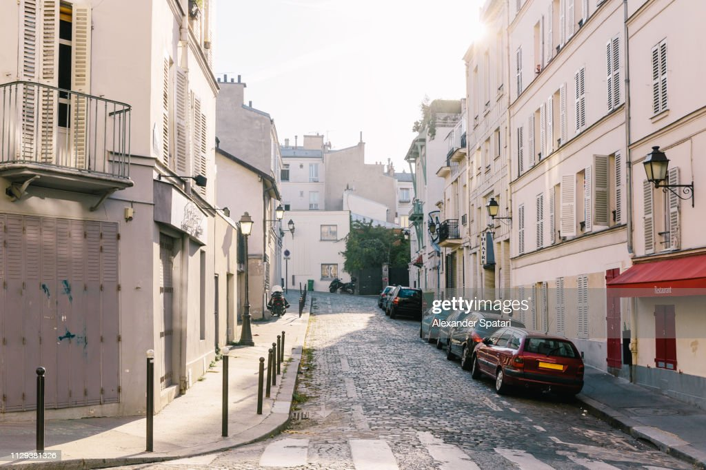 Sunny day in Montmartre, Paris, France : Photo
