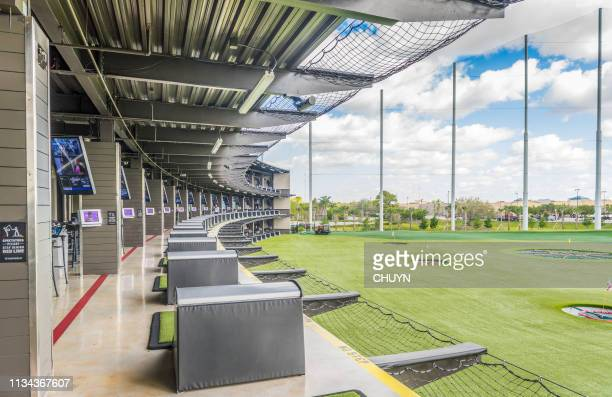 sunny driving range - driving range stock pictures, royalty-free photos & images