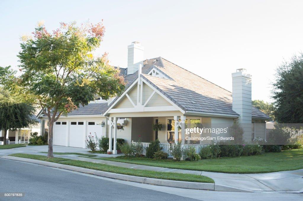 Sunny house and trees : Photo