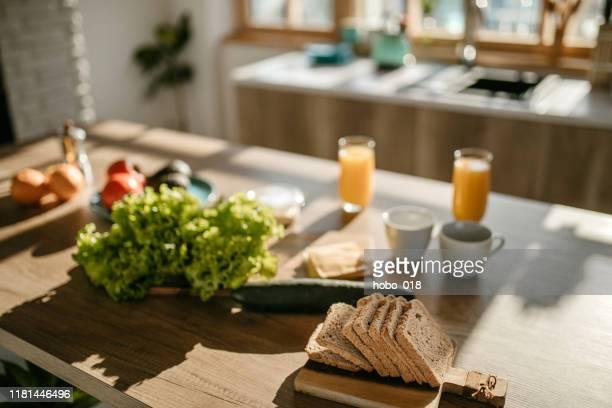 cocina soleada por la mañana - desayuno fotografías e imágenes de stock