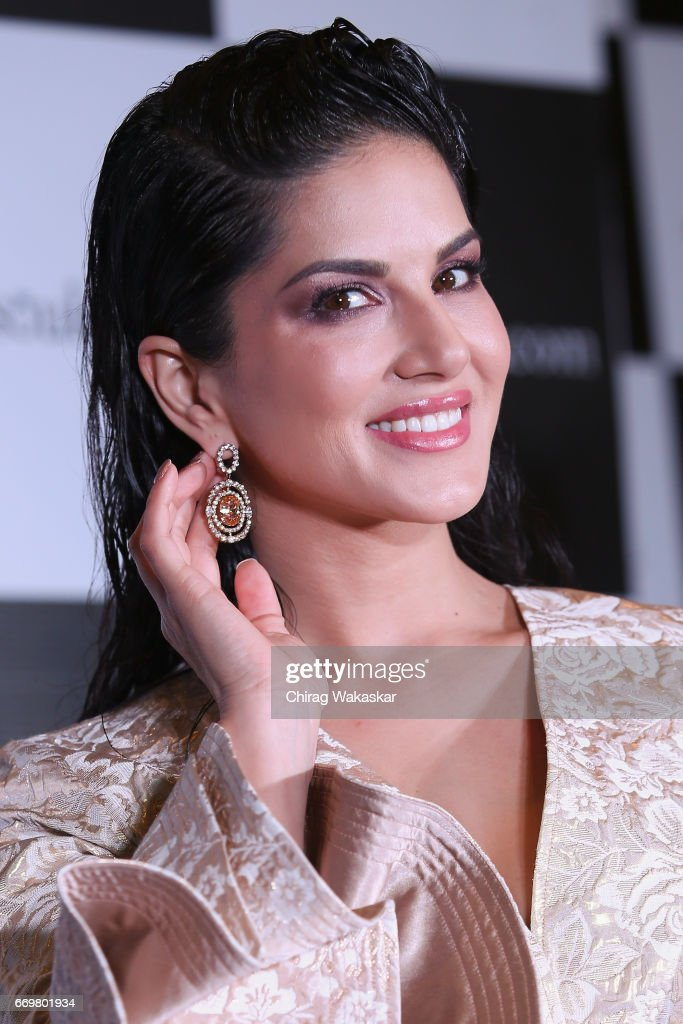 Jewelsouk.com Announces Sunny Leone As Brand Ambassador : Fotografía de noticias