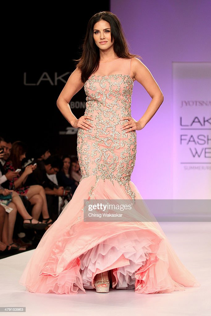Lakme Fashion Week Summer/Resort 2014 - Day 6 : News Photo