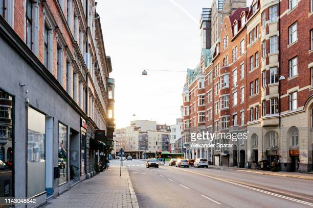 sunny morning in the streets of malmo, sweden - via foto e immagini stock