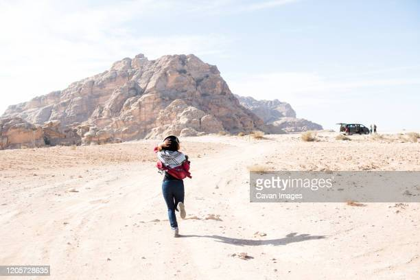 a sunny rest stop in the desert outside of historic petra. - jordanian workforce stock pictures, royalty-free photos & images