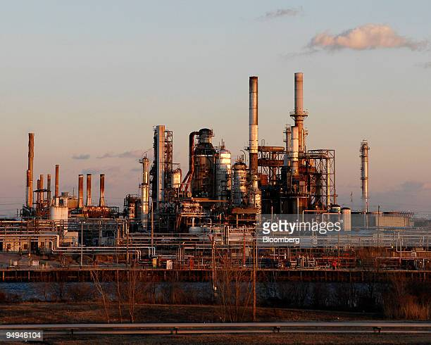 Sunoco Inc's Philadelphia Refinery stands on the banks of the Schuylkill River in Philadelphia Pennsylvania US on Thursday Feb 12 2009 The refinery...