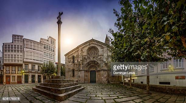 sunraise in santa maria church, la coruna, spain - bairro antigo imagens e fotografias de stock