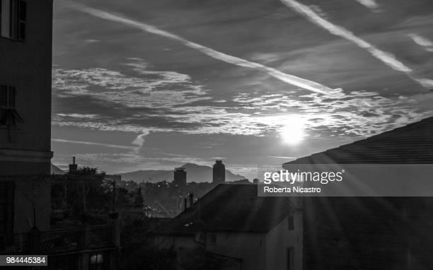 sunrise and chemtrails... - chemtrails stock-fotos und bilder