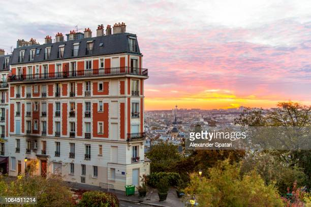 sunrise and paris skyline seen from montmartre, paris, france - cultura francesa - fotografias e filmes do acervo