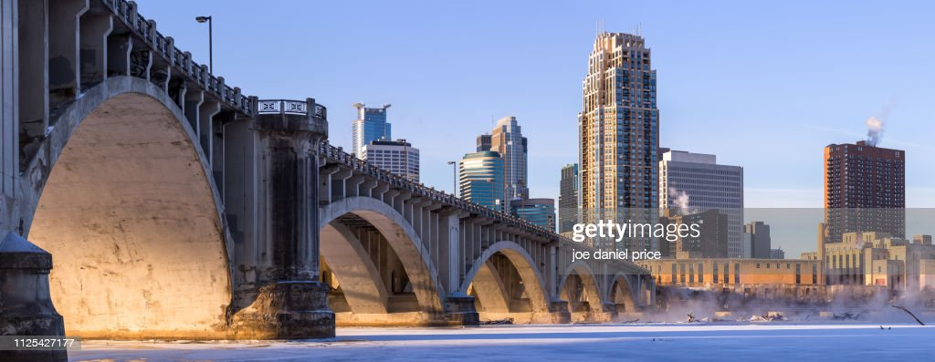 Sunrise, Arches, Central Avenue Bridge, Minneapolis, Minnesota, America : ストックフォト