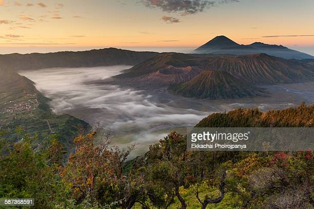 sunrise at bromo - bromo crater stock pictures, royalty-free photos & images