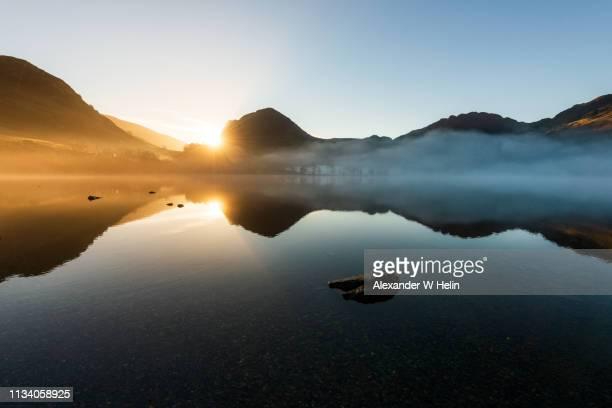 sunrise at buttermere - cumbria stockfoto's en -beelden