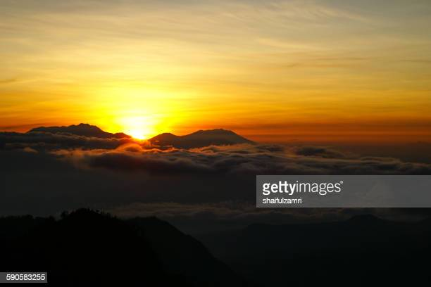 sunrise at cemoro lawang - shaifulzamri 個照片及圖片檔
