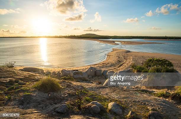 sunrise at east woody beach, gove, australia. - territorio del norte fotografías e imágenes de stock